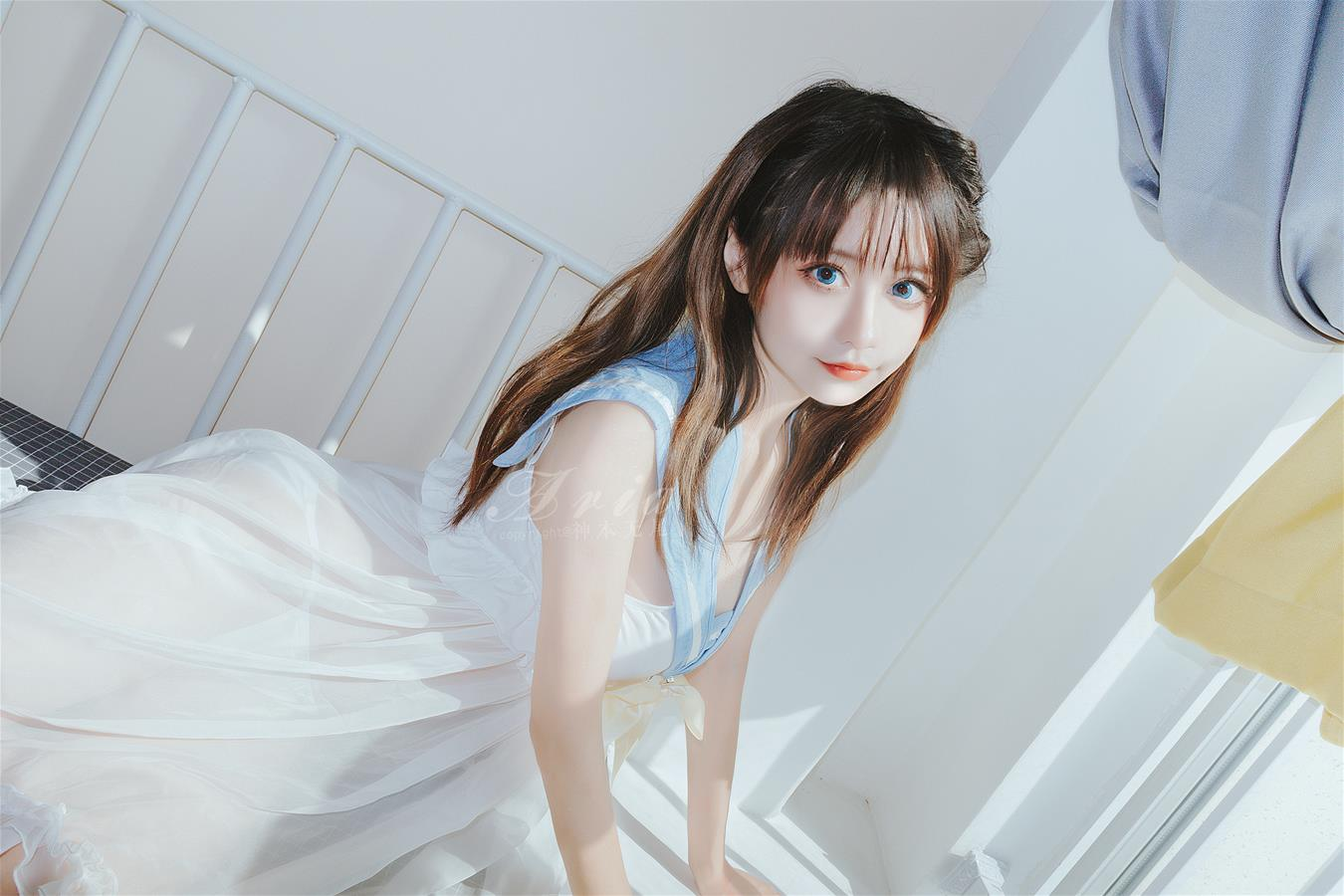 神本无尾 蓝色睡裙 [16P-69MB] 网红少女-第2张