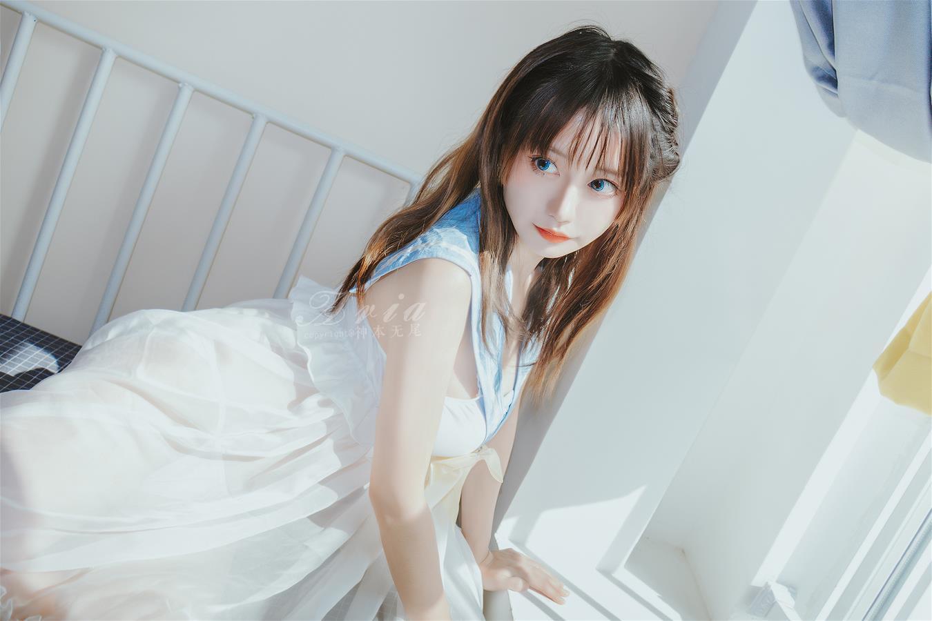 神本无尾 蓝色睡裙 [16P-69MB] 网红少女-第3张