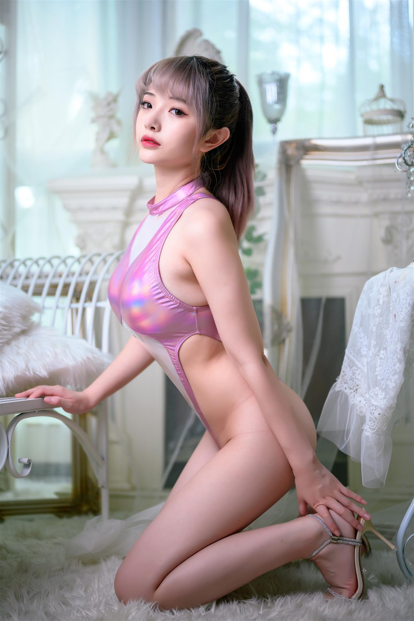 雯妹不讲道理 镭射粉色泳装 [44P-0.98GB] 网红少女-第2张