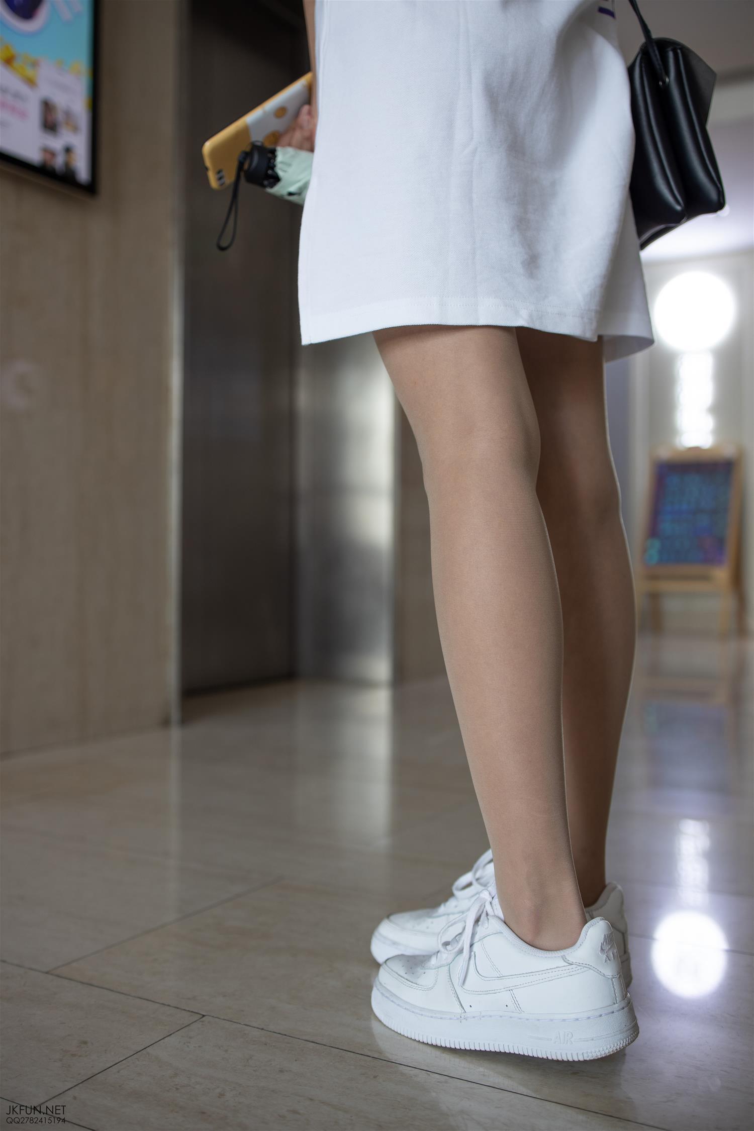 森萝财团 JKFUN-012 10D肉丝运动鞋桌下 [102P1V-3.27GB] 森萝财团-第3张