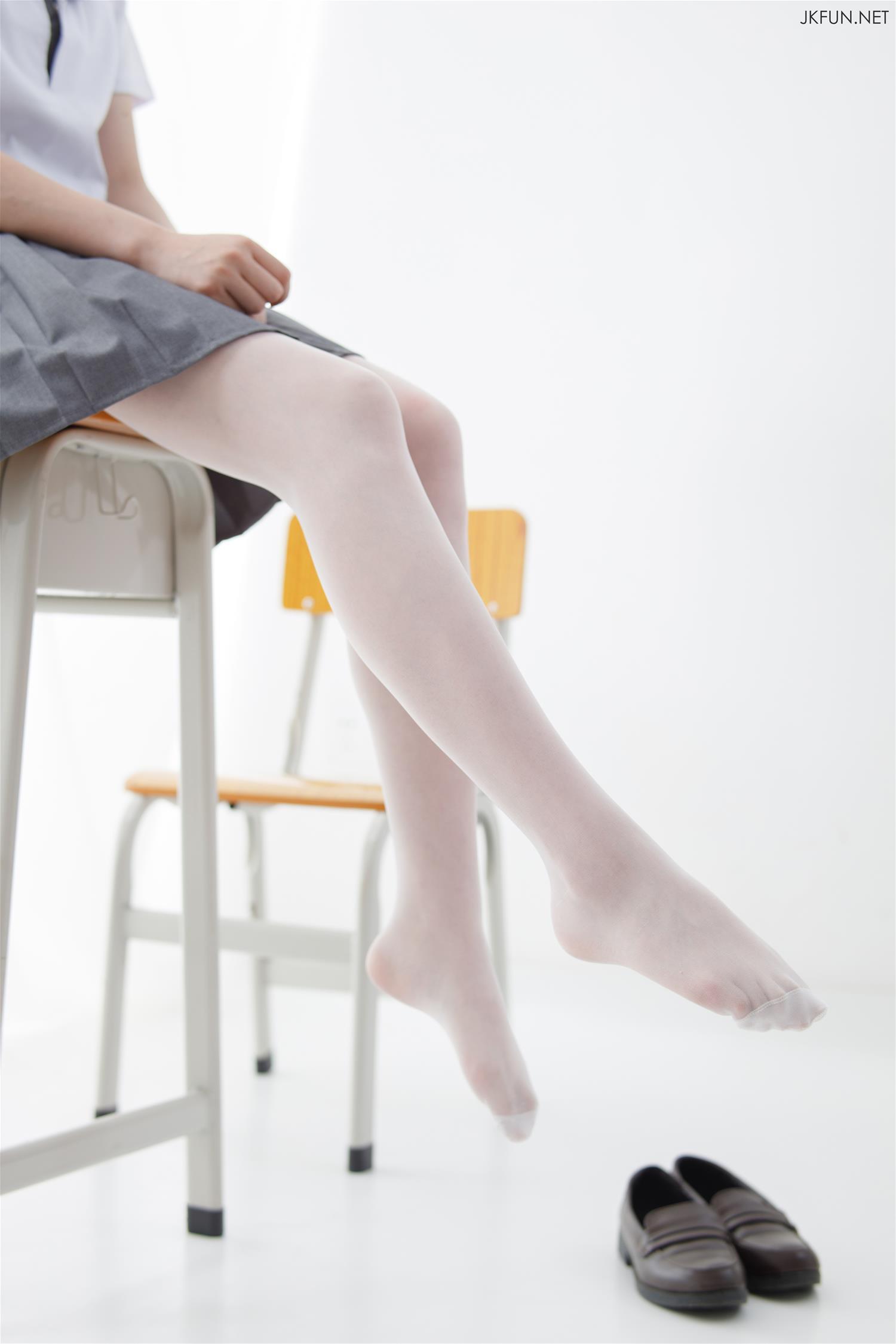 森萝财团 JKFUN-018 小青 15D超薄白丝 [108P1V-2.1GB] 森萝财团-第2张
