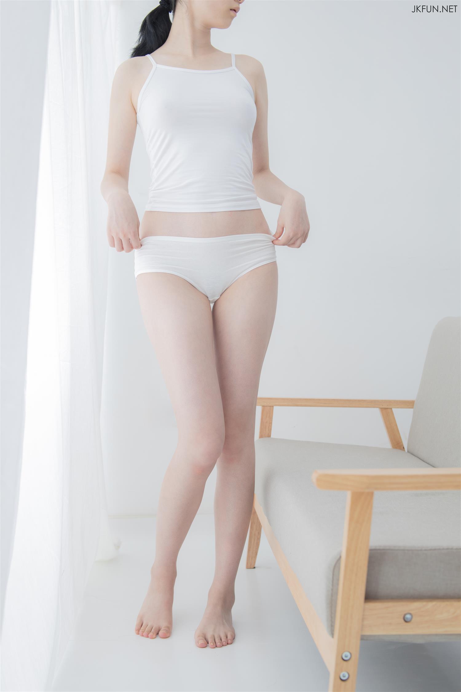 森萝财团 JKFUN-018 小青 15D超薄白丝 [108P1V-2.1GB] 森萝财团-第3张