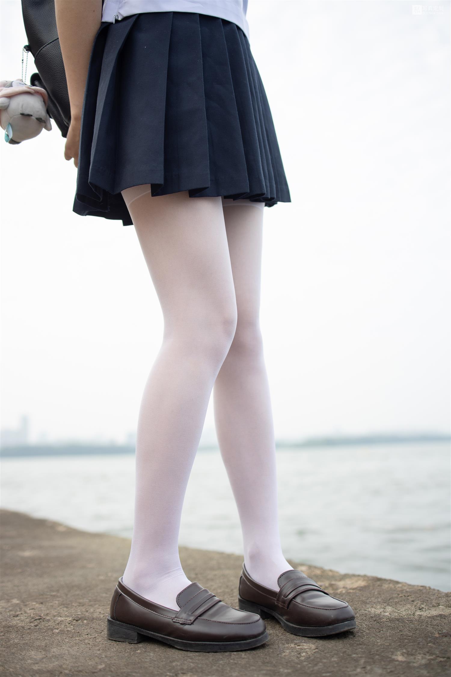 森萝财团 JKFUN-028 默陌 15D白丝 抑郁湖边与绝望天台 [58P1V-1.75GB] 森萝财团-第1张