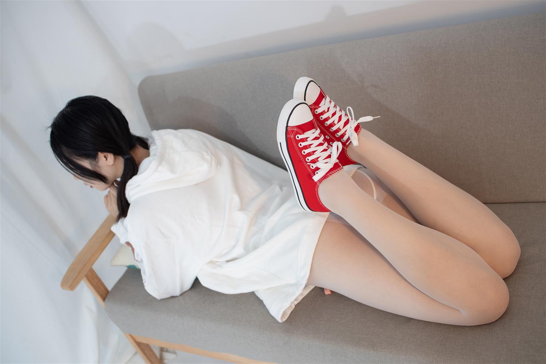 森萝财团 JKFUN-041 红色帆布鞋定制 13D白丝 小夜 [50P1V-1.79G] 森萝财团-第1张
