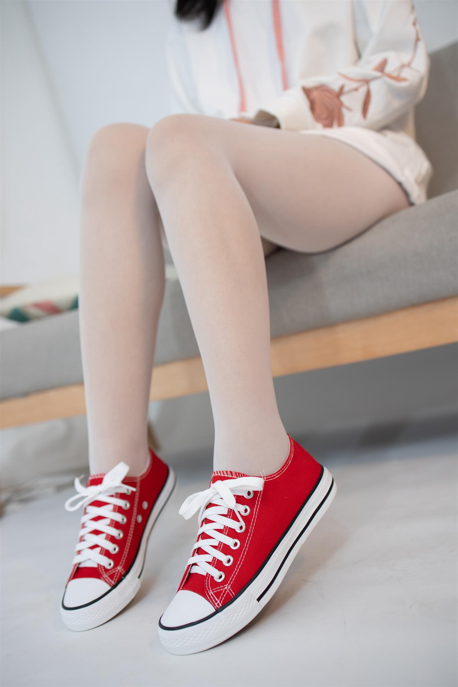 森萝财团 JKFUN-041 红色帆布鞋定制 13D白丝 小夜 [50P1V-1.79G] 森萝财团-第2张