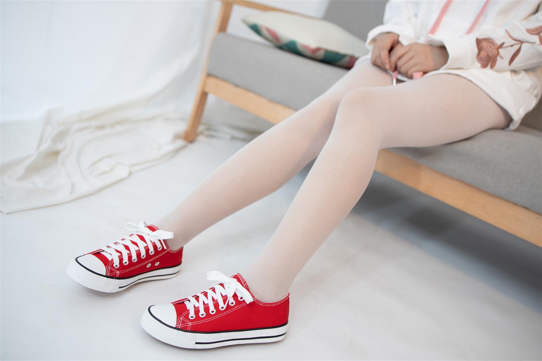 森萝财团 JKFUN-041 红色帆布鞋定制 13D白丝 小夜 [50P1V-1.79G] 森萝财团-第3张