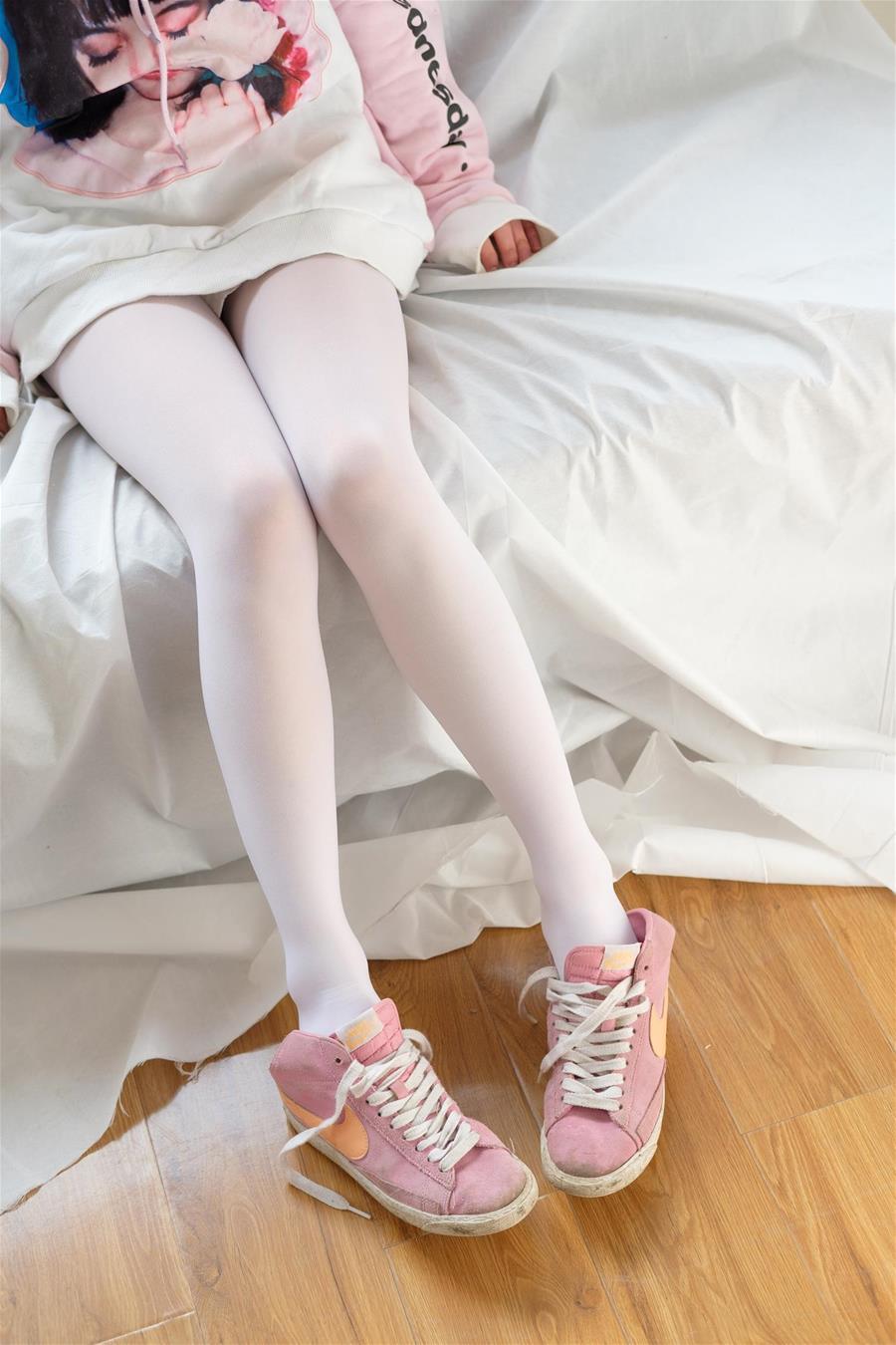 森萝财团 X-009 粉嫩粉嫩的丝秀 [120P1V-1.49GB] 森萝财团-第1张