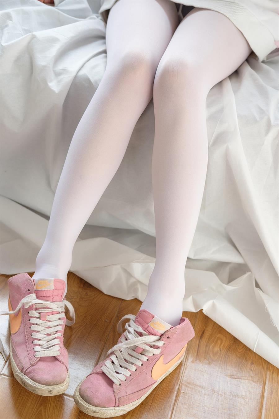 森萝财团 X-009 粉嫩粉嫩的丝秀 [120P1V-1.49GB] 森萝财团-第2张